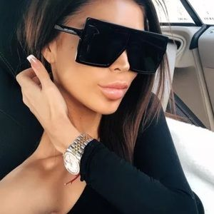 Accessories - Black flat top oversized sunglasses